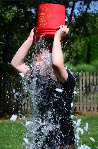 social media challenges- ice bucket challenge